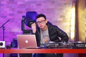 Hey Mr DJ....