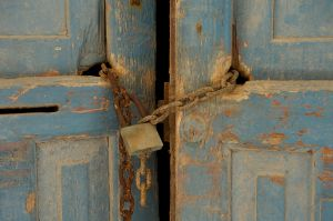 Blue Door Locked | Gesloten Blauwe Deur