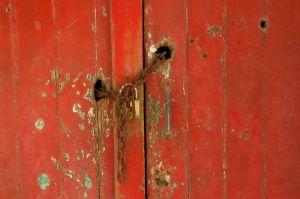 Red Door Locked | Rode Deur Gesloten